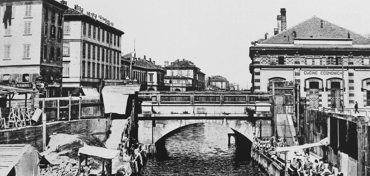 via-melchiorre-gioia-il-naviglio-martesana-con-bagnanti-e-a-destra-le-cucine-economiche-realizzate-nel-1883
